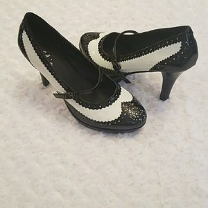 NWOT- ellie- black and white patent